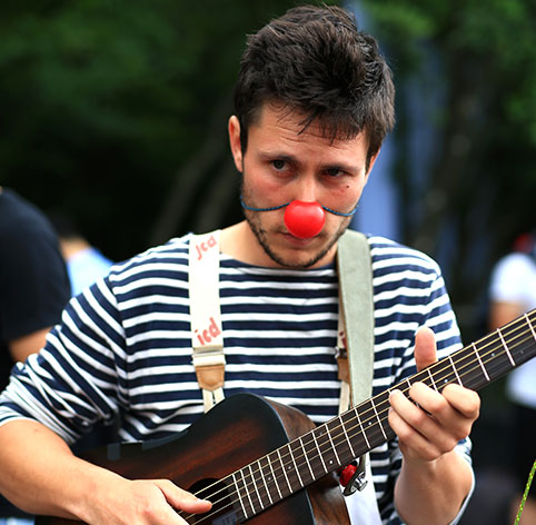 Funambule Guitariste Clown